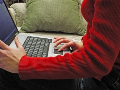 laptop-user-1-1241192-640x480